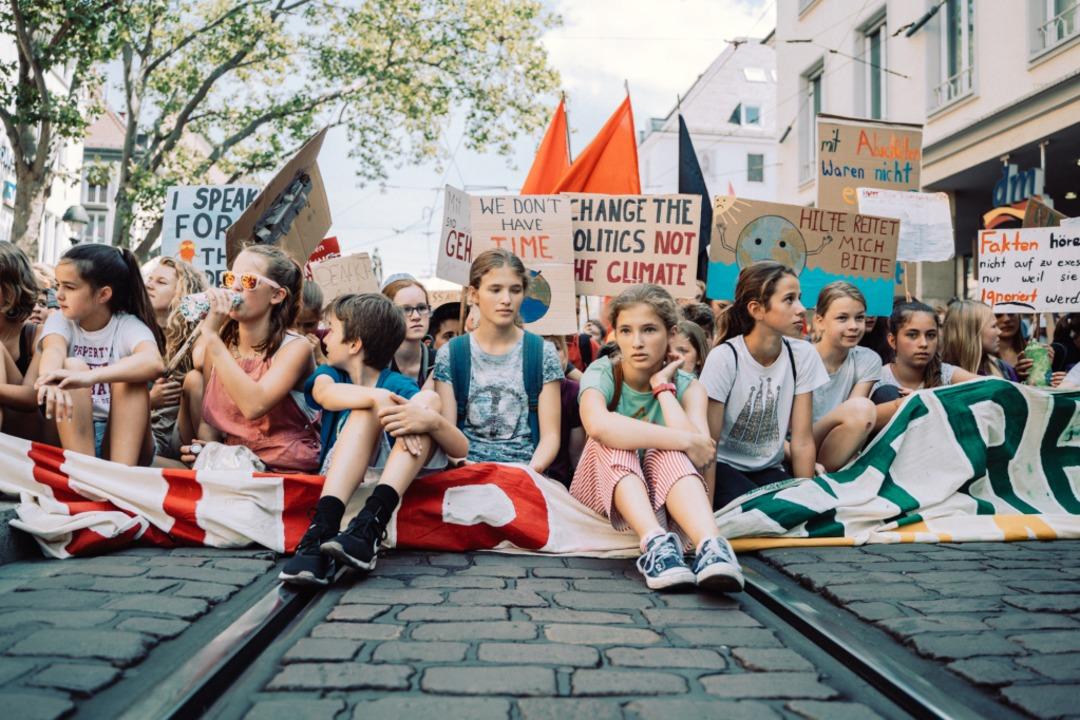 Sitzstreik auf der Kaiser-Joseph-Straße    Foto: Stefan Hipp