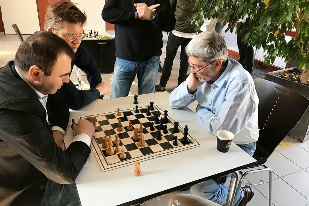 Mit Schwarz am Brett: Igor Rausis. Hie...akhriyar Mamedyarov aus Aserbaidschan.  | Foto: privat