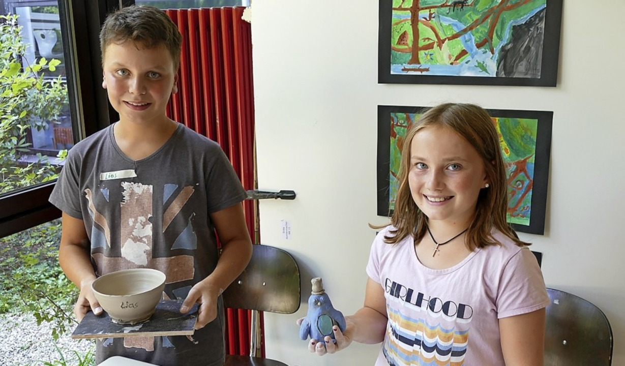 Lias Melik Güleroglo und Lara Horstmanshoff mit ihrer Kunst  | Foto: Tim Gollenia