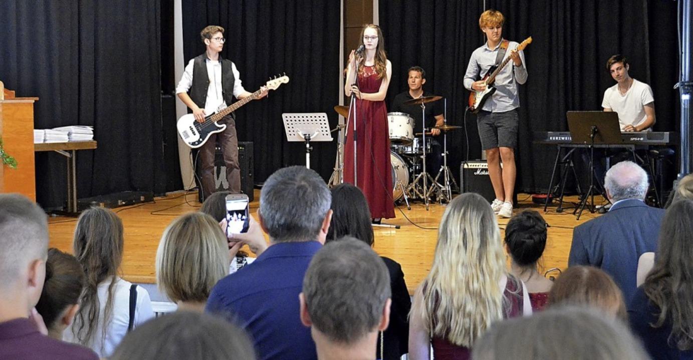Die Schulband umrahmte die Feier musikalisch.  | Foto: Sebastian Barthmes