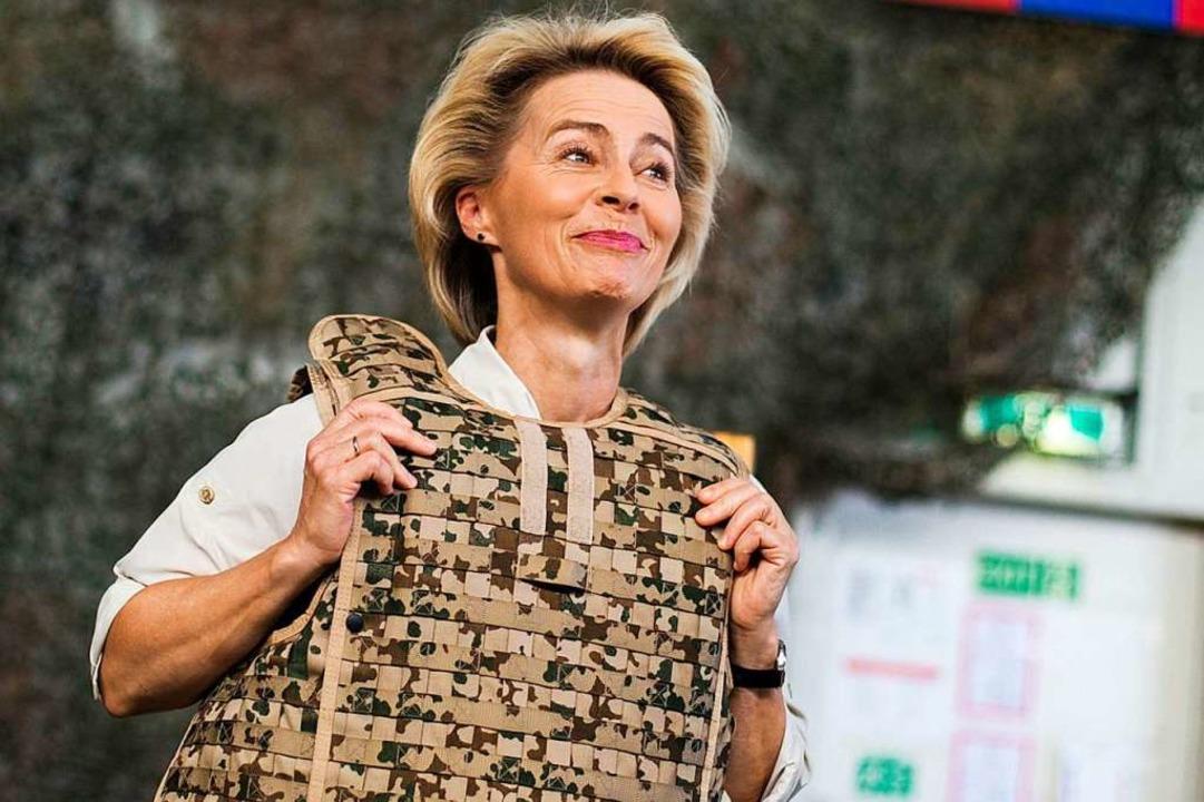 Ex-Verteidigungsministerin Ursula von ... Dort ist die Bundeswehr stationiert.     Foto: Thomas Peter (dpa)