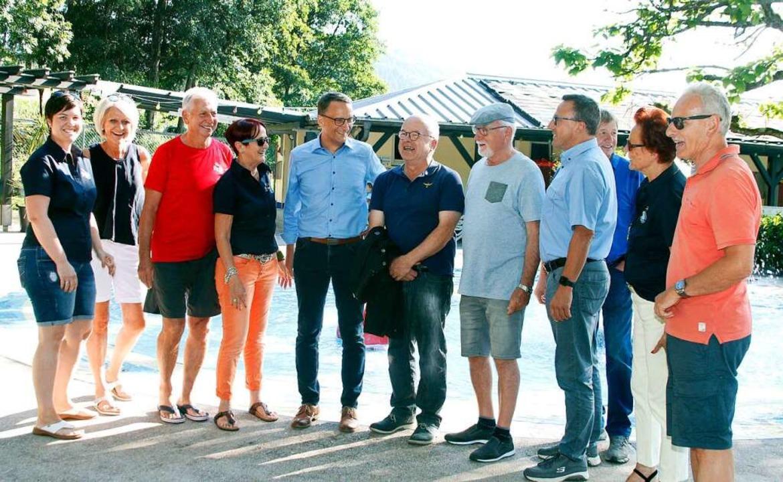Markus Ibert (Fünfter von links) beim Rundgang durch Reichenbach    Foto: Heidi Fößel