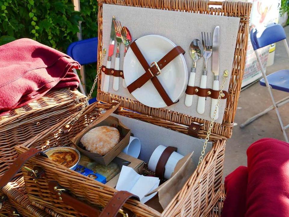 Zum Klassikkonzert den Picknick-Korb mitbringen.  | Foto: Martina David-Wenk