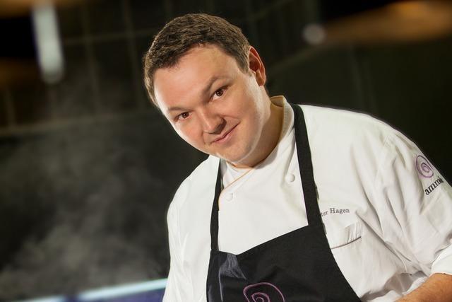 Dieser Koch kümmert sich um die Dinner-Show im Europa-Park