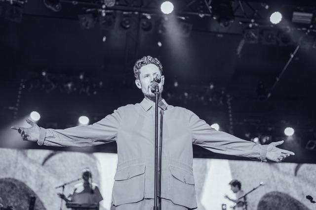 Max Herre begeistert mit seinem Konzert im ZMF-Zirkuszelt die Fans