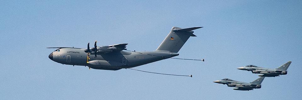 Warum ein britisches Tankflugzeug in der Luft zwischen Freiburg und Bühl Eurofighter-Jets mit Kerosin vollgepumpt hat