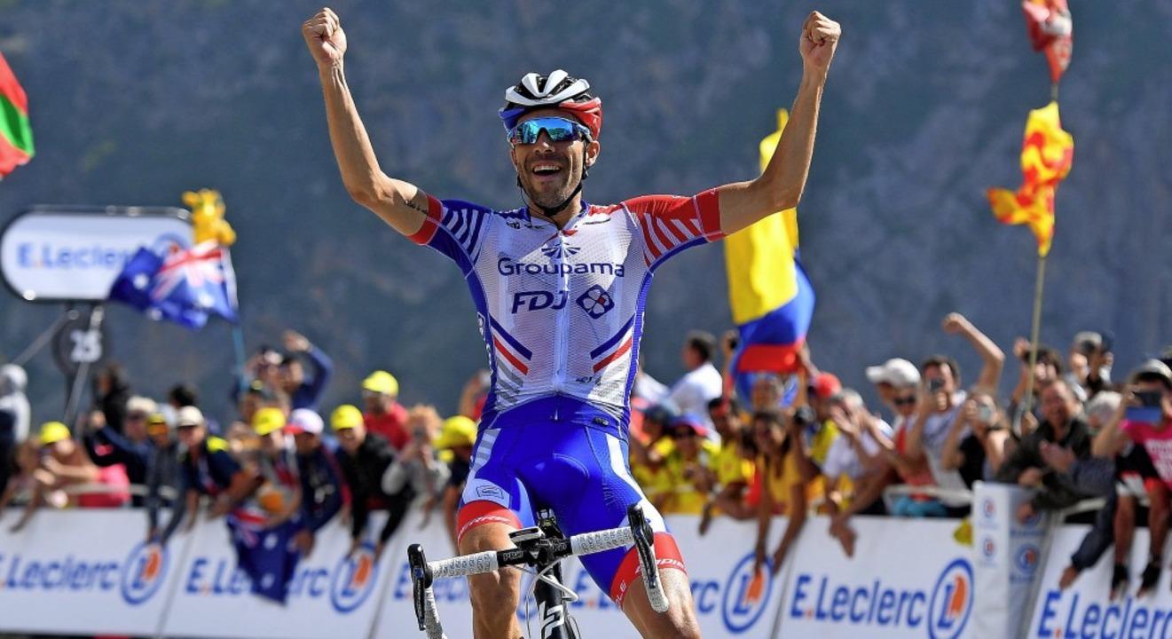 Oben: Der Franzose Thibaut Pinot holte...ppe den Tagessieg am Col du Tourmalet.    Foto: David Stockman (dpa)