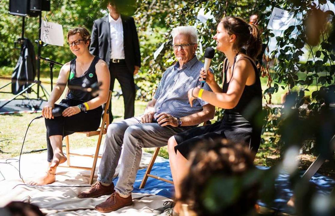 Die Fridays-for-Future-Aktivisten Nish...Ministerpräsident Winfried Kretschmann  | Foto: Christoph Schmidt (dpa)
