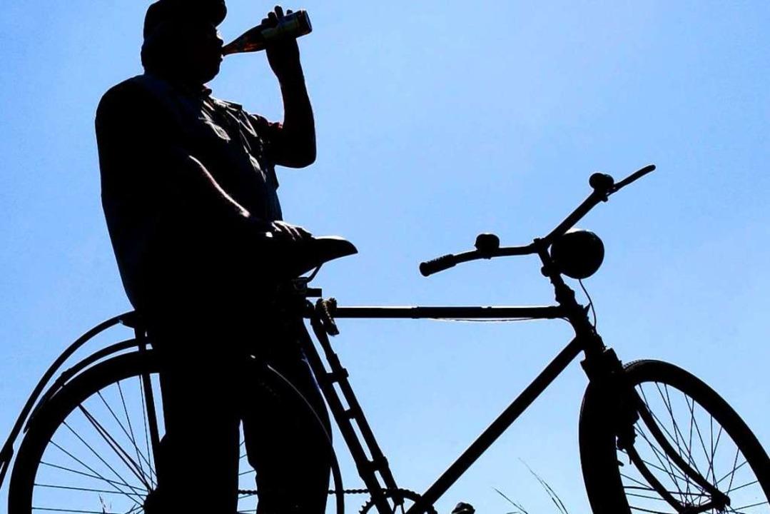 Einen betrunkenen Radfahrer hat die Po...heit im Verkehr angezeigt (Symbolbild)  | Foto: Patrick Pleul
