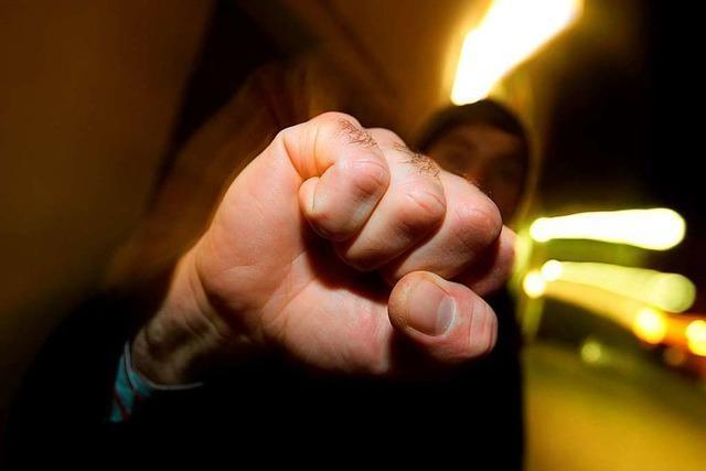 21-Jähriger wird handgreiflich, weil seine Freundin mit ihm Schluss gemacht hat