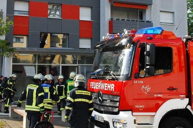 Feuerwehr nimmt in verqualmter Wohnung in der Brombacher Straße angebranntes Essen vom Herd