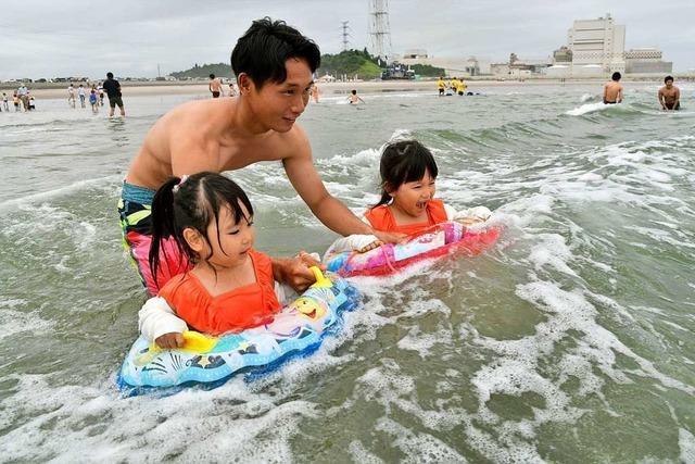 Badespaß bei Fukushima: Japaner planschen nahe der Atomruine