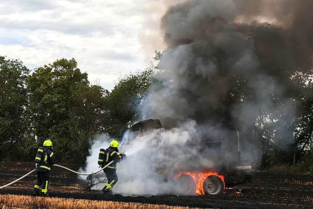 Etwa 1000 Quadratmeter Stoppelfeld geriet in Brand.  | Foto: Feuerwehr Neuenburg