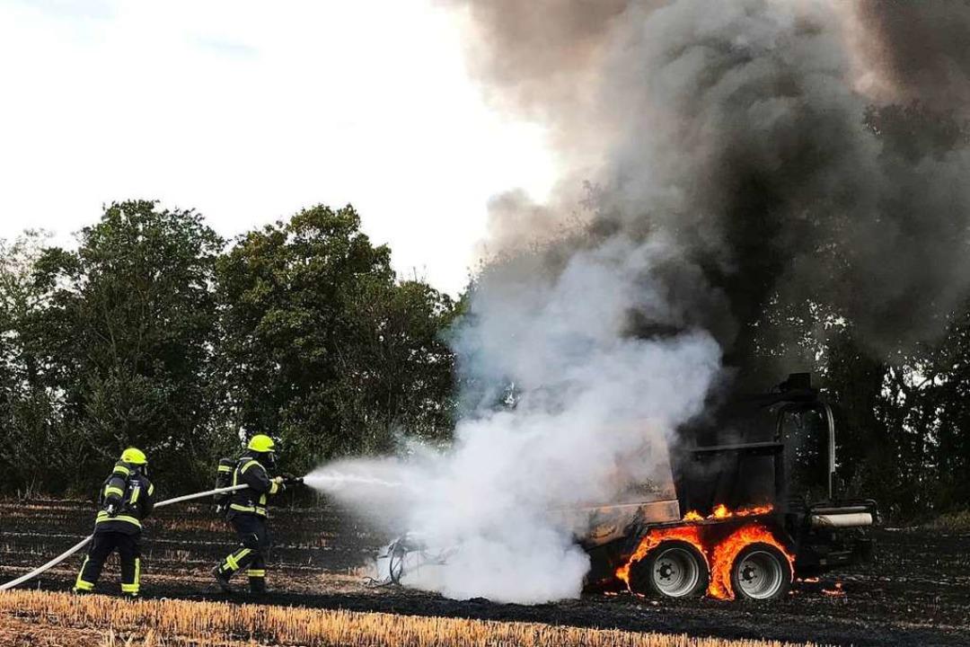 Der Einsatz der Feuerwehren dauerte drei Stunden, dann war das Feuer gelöscht.  | Foto: Feuerwehr Neuenburg