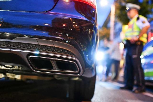 Autoposer in der Rheinbrückstraße erwartet nach Polizeikontrolle ein hohes Bußgeld