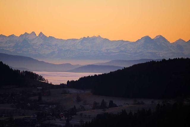 Im Tal Sallneck, am Horizont die Alpen