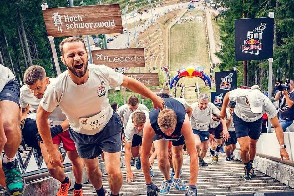 Rauf auf die Schanze (Foto: Max-Louis Köbele/Red Bull Content Pool)