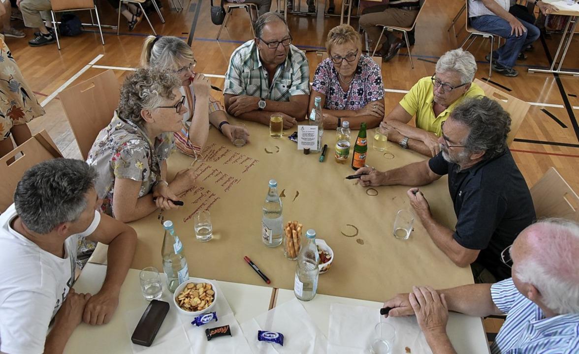 Malterdinger sammelten in Kleingruppen Ideen.  | Foto: Benedikt Sommer