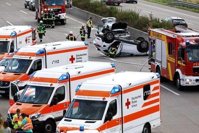 Fünf Verletzte und Stau nach Unfall auf der A5 bei Offenburg