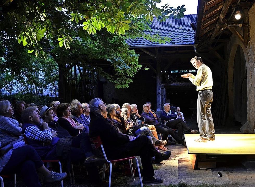 Szene aus dem Theater im Hof  | Foto: Felix Lieschke
