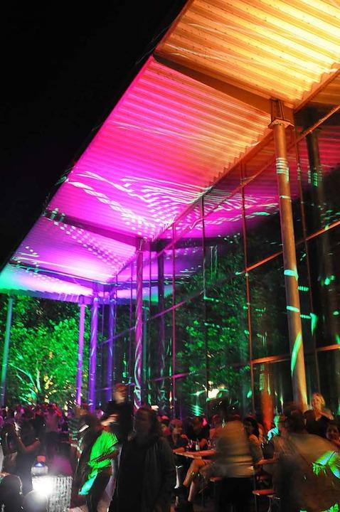Die Laser-Show zauberte Farbkunstwerke in die Nacht.  | Foto: Jutta Schütz