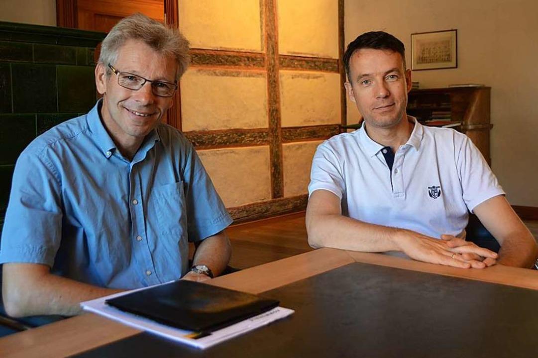 Walter Arndt (links) und Bürgermeister Andreas Hall  | Foto: Horatio Gollin