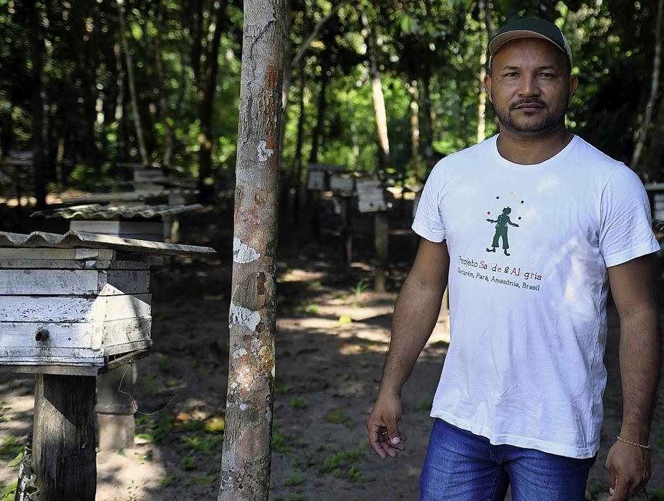 Alexandre Godinho und seine Bienenstöcke für bedrohte Amazonas-Wildbienen     Foto: Tobias Käufer