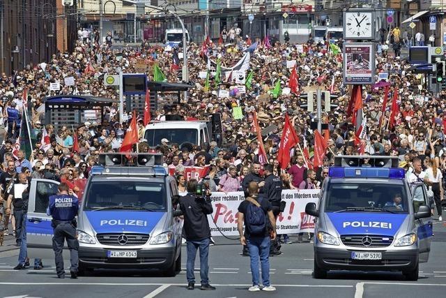 Tausende gehen gegen Rechtsextremismus auf die Straße