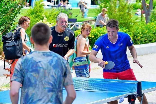 Im Freiburger Strandbad wurde Tischtennis gezockt – für den guten Zweck