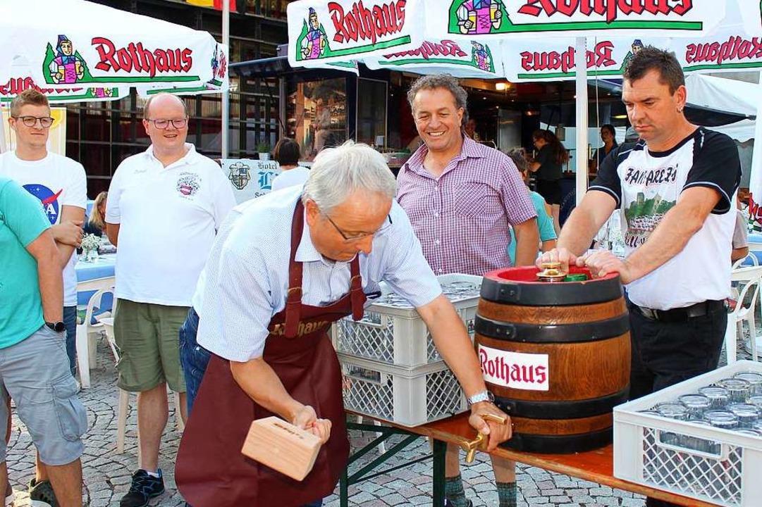 Bürgermeister Peter Palme eröffnete am Freitag das Fest.  | Foto: Martin Klabund