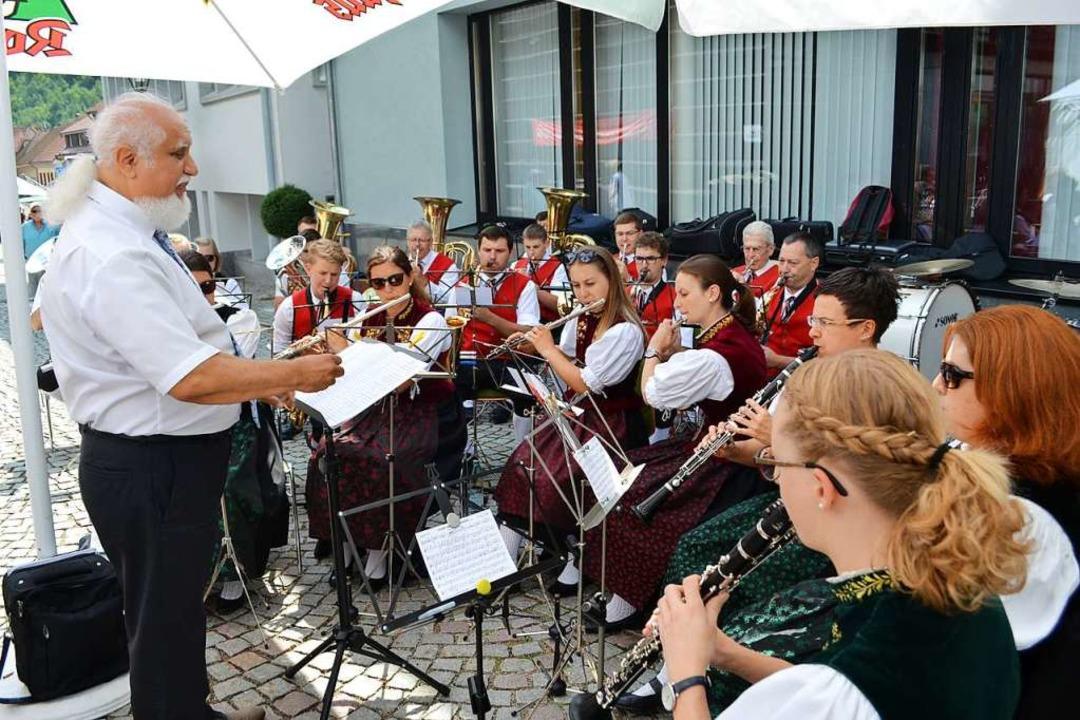 Den Frühschoppen gestaltete die Stadtmusik Schönau.  | Foto: Paul Berger