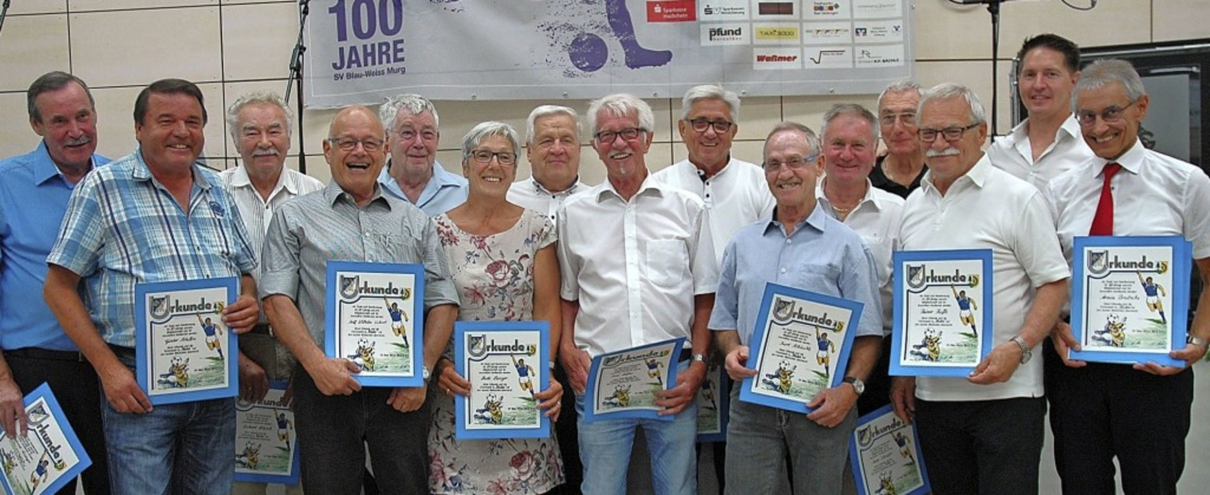Beim SV BW Murg wurden Mitglieder mit ...nk Mutter und Präsident Armin Brutsche  | Foto: Brigitte Chymo