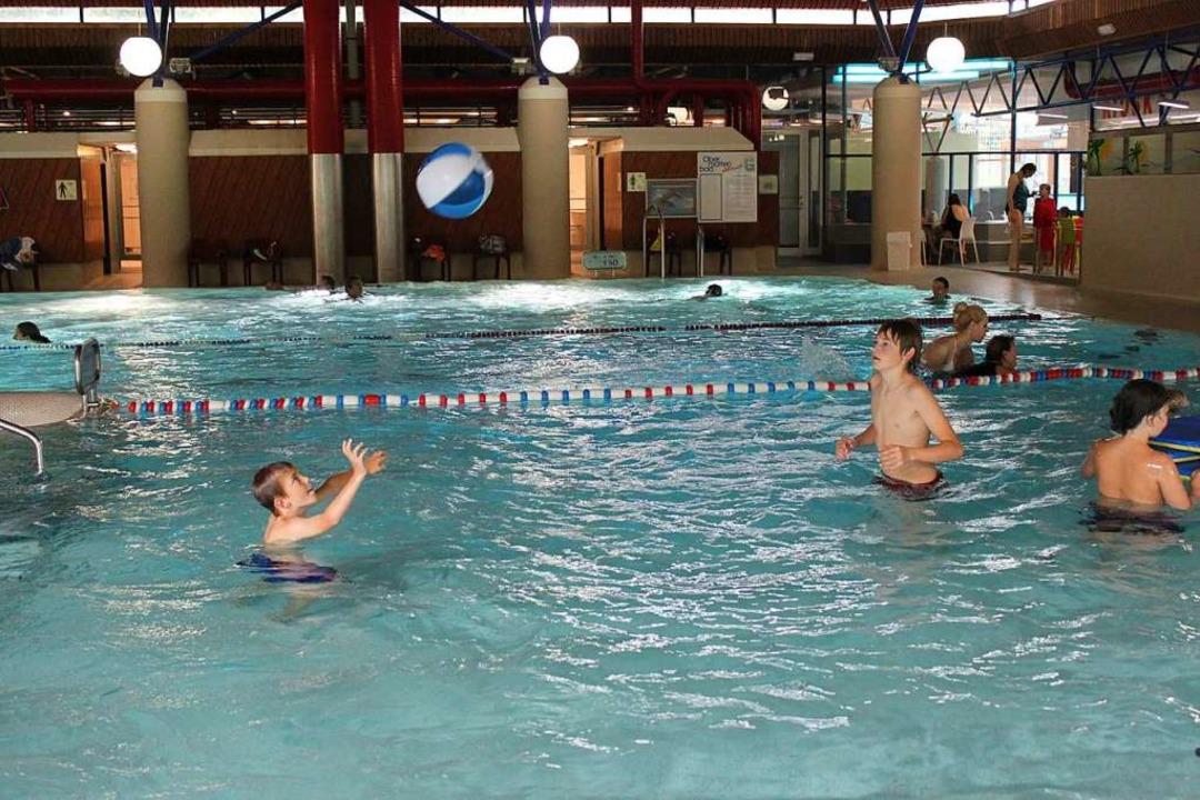 In den Ferien werden die Schwimmzeiten im Obermattenbad ausgedehnt (Archivbild).  | Foto: Lara Walter