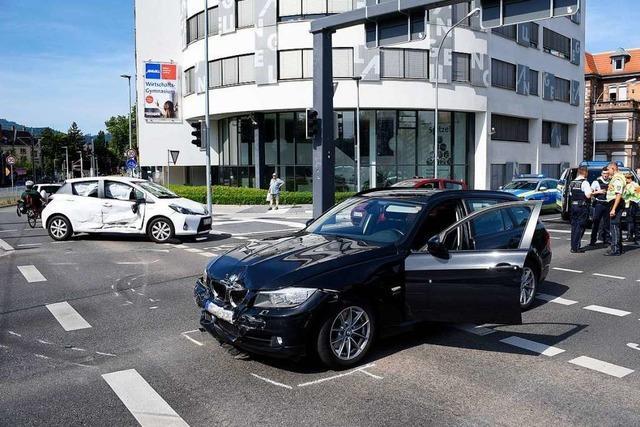 72-Jährige Autofahrerin bei Unfall an der Kronenbrücke schwer verletzt
