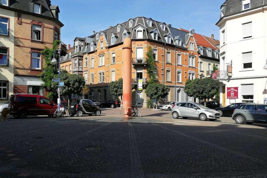 Der Lederle-Platz im Stühlinger bei Ta...achts ist hier am Wochenende viel los.  | Foto: Anika Maldacker
