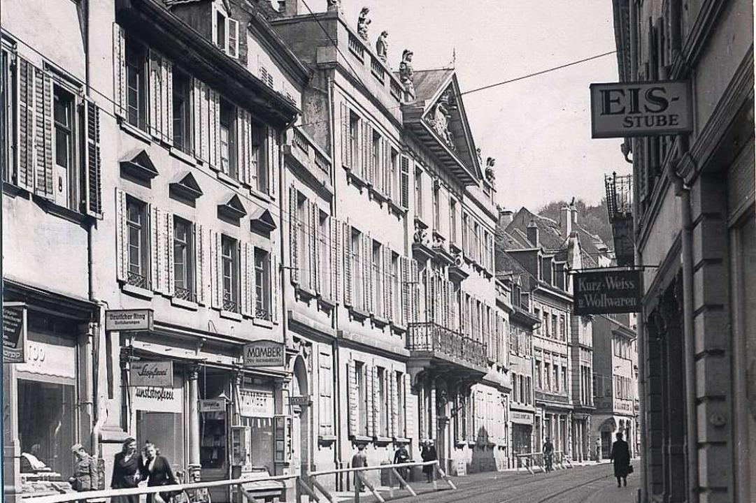 Das Palais Sickingen (Mitte) auf einer...r 1944 mit Blickrichtung Osten machte.  | Foto: Augustinermuseum