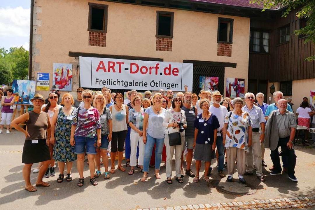 Besucher konnten die Künstler in ihrem...besuchen oder ihnen im Freien zusehen.  | Foto: yvonne Siemann