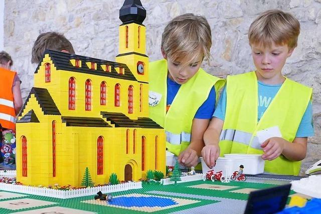 48 junge Baumeister bauten in Lörrach eine Stadt aus Lego