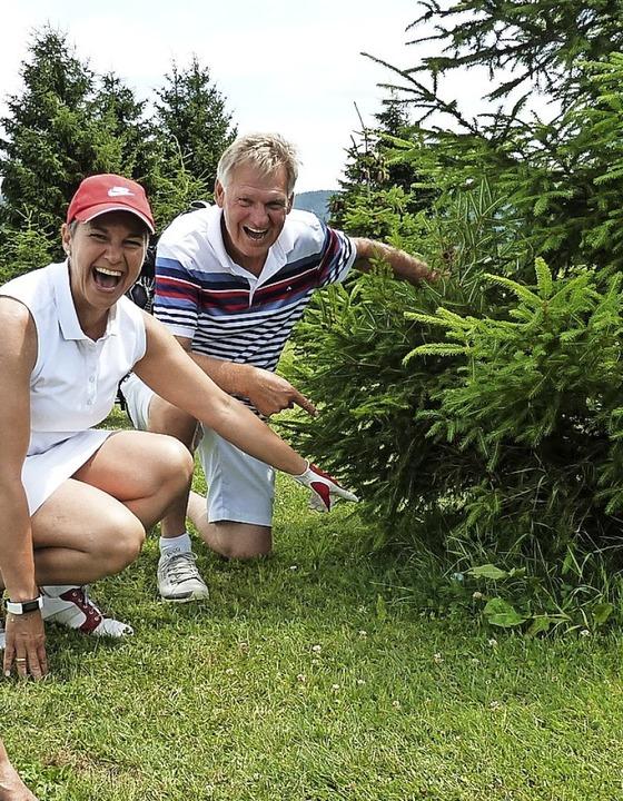 Ball unter der Tanne: Erfahrene Golfer...uch in schwierigen Situation gelassen.  | Foto: Heidrun Simoneit
