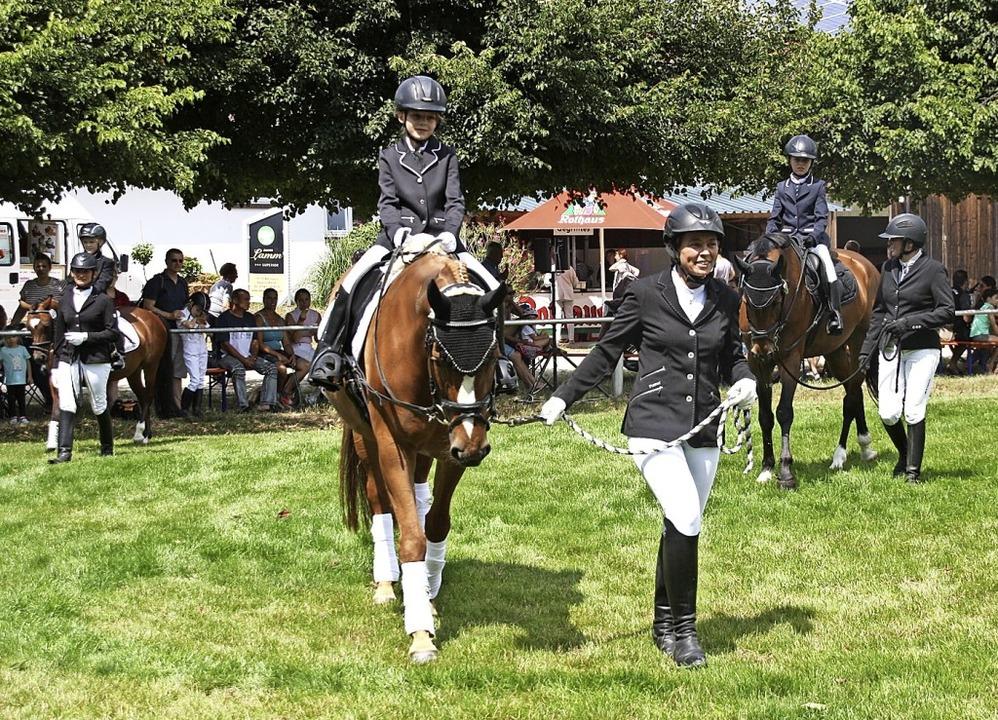 Auch die jüngsten Reiter zeigten ihr Können.  | Foto: Christiane Franz