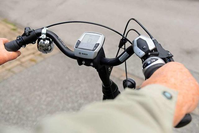 Rentner stürzt in Winden mit E-Bike und verletzt sich