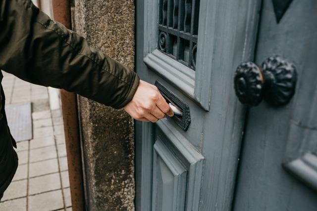 Warum französische Postboten nicht nur Briefe bringen, sondern auch zu Besuch kommen