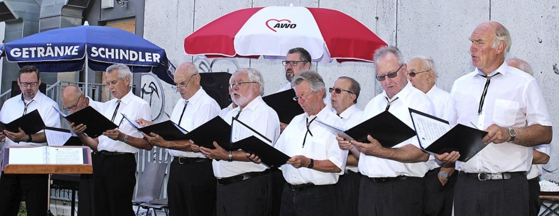 Geburtstagsständchen: Der Männerchor M... trat bei der AWO-Jubiläumsfeier auf.   | Foto: Heiner Fabry