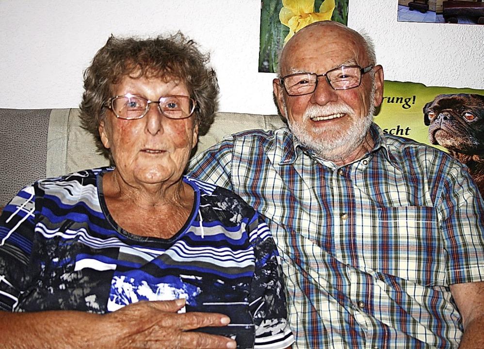 Lisa und Willi Reinhardt können heute in Maulburg diamantene Hochzeit feiern.   | Foto: Ralph Lacher