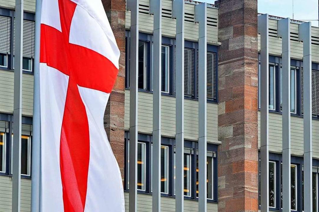 Die Freiburger Fahne wird weiter vor d... nicht vor einer Exzellenzuniversität.  | Foto: Michael Bamberger