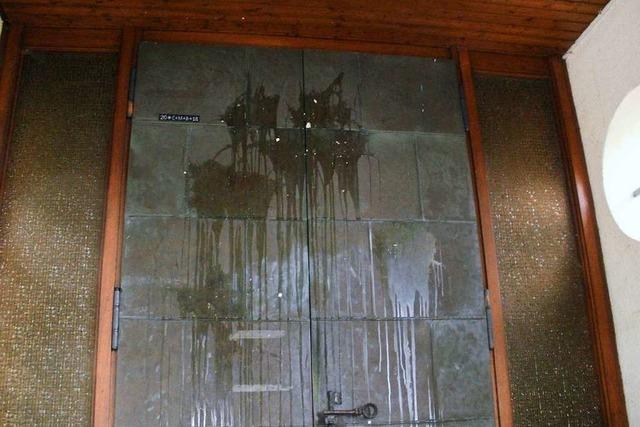 Die Kanderner Kirchentür wurde mit Eiern beworfen