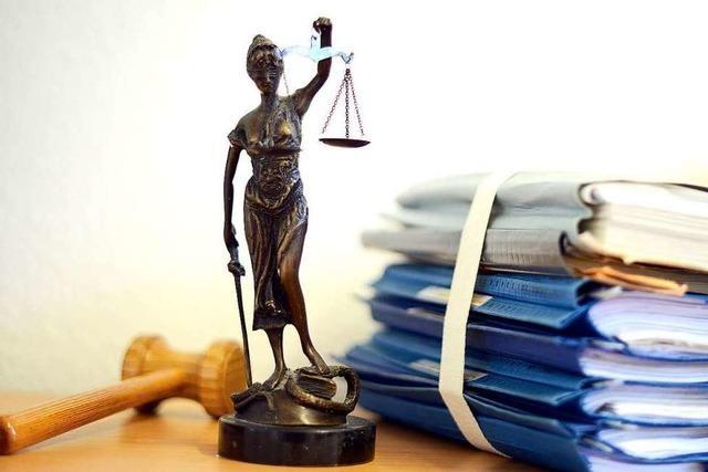 Mildes Urteil für jungen Mann, der in Rheinfelden ein Auto stahl und anzündete