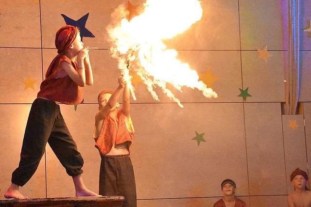 Feuerspucker, Clowns und Piraten beim Zirkus Hebelino in Gundelfingen
