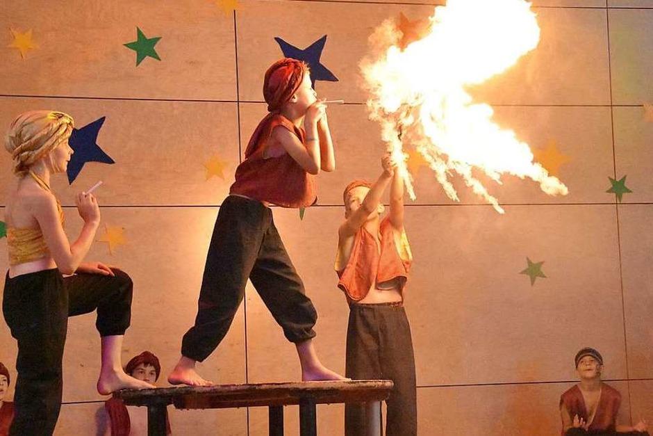 Schülerinnen und Schüler der Johann-Peter-Hebel-Grundschule begeisterten mit ihrer Vorstellung im Zirkus Hebelino (Foto: Andrea Steinhart)
