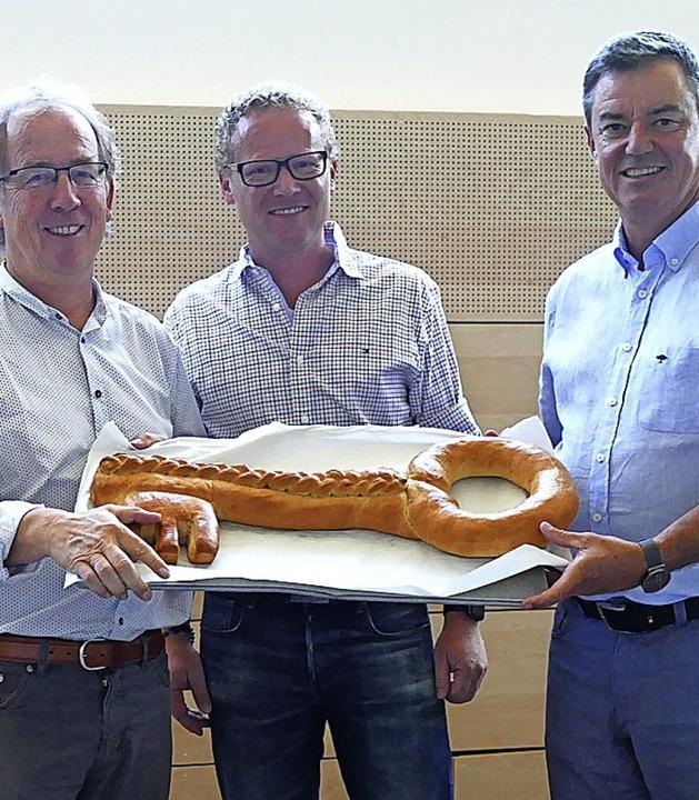 Freude über  neue Schulsporthalle  (vo... Fünfgeld, Bürgermeister Volker Kieber  | Foto: Victor Adolf